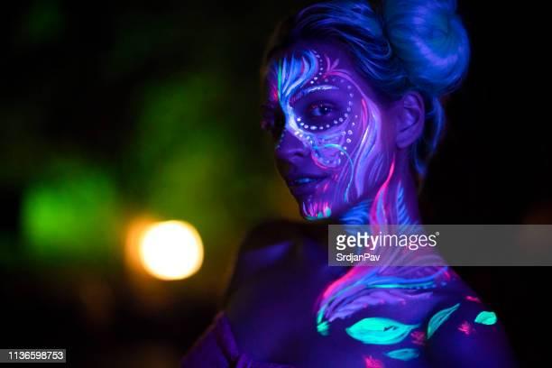eccentric makeup - mulher fatal imagens e fotografias de stock