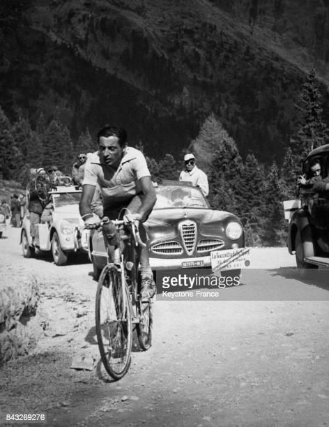 Echappée de Fausto Coppi sur le col Pordoi lors de la 21e étape du Giro en Italie