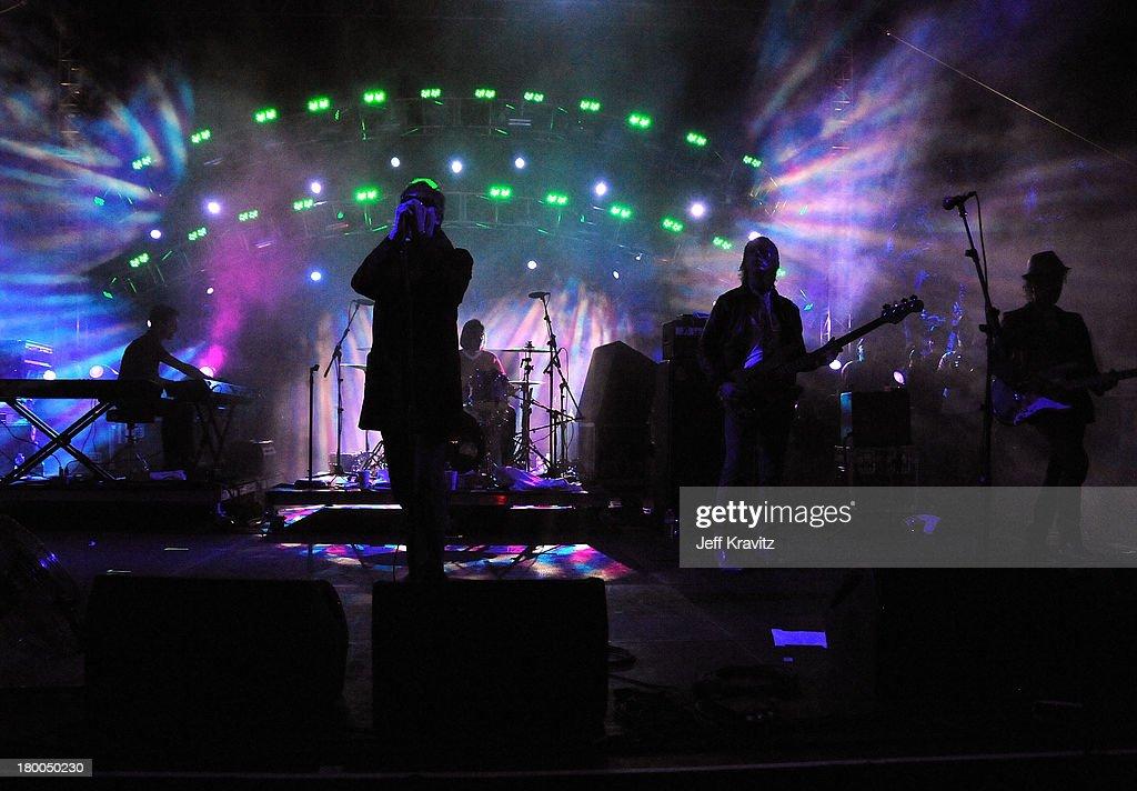 2010 Coachella Valley Music & Arts Festival - Day 1