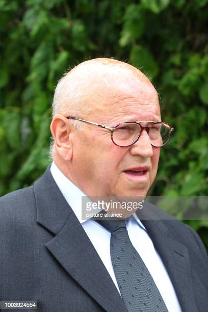 Eckhard Seeber who worked as a driver for former German Chancellor Helmut Kohl for many years heads to Kohl's residence for a condolence visit in...