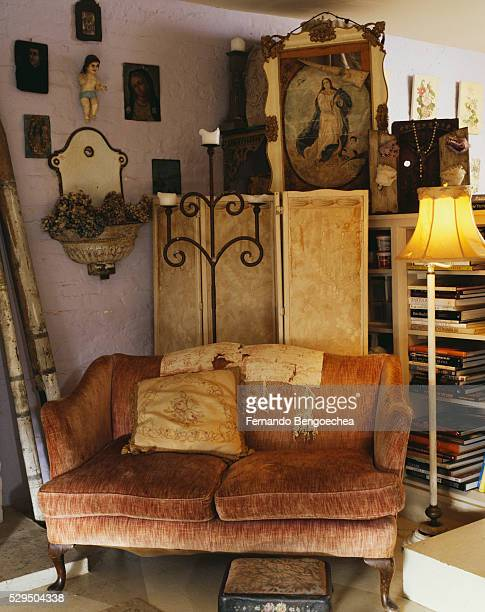 eclectic furnishings in living room - fernando bengoechea stock pictures, royalty-free photos & images