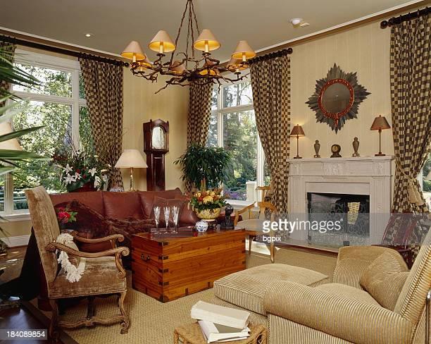 vielseitige wohnzimmer - wohngebäude innenansicht stock-fotos und bilder