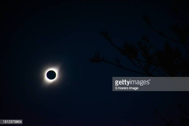 eclipse total de sol - total look stock pictures, royalty-free photos & images