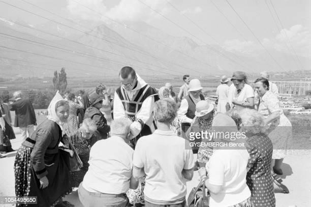 Ecône Valais Suisse juin 1979 Les catholiques intégristes de Mgr Lefebvre Pour la première fois sous le pontificat de JeanPaul II Mgr Marcel Lefebvre...