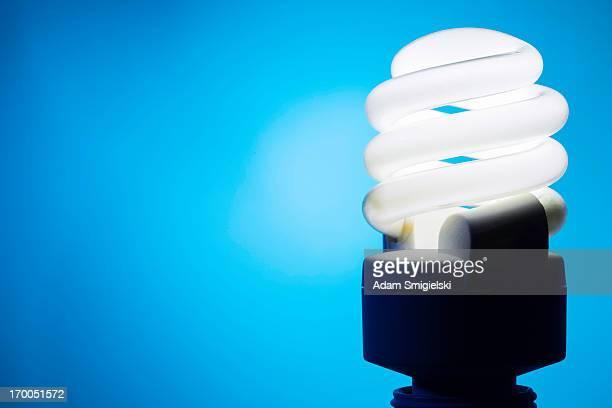 luz eco - bombilla de bajo consumo fotografías e imágenes de stock