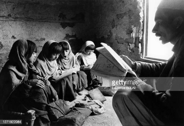Ecole pour filles à Kamdesh, dans le Nourestân, en octobre 1972, Afghanistan.
