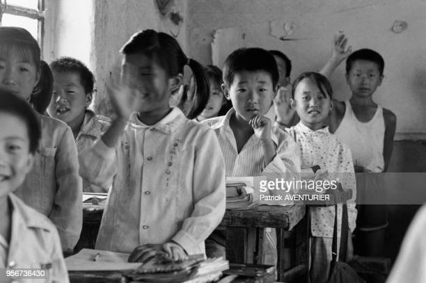 Ecoliers dans la salle de classe d'une école de Pékin en juin 1987 Chine