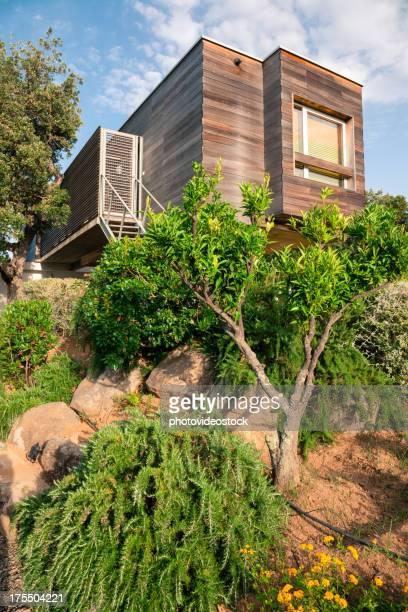 Écologique. Design moderne et efficace en bois maison