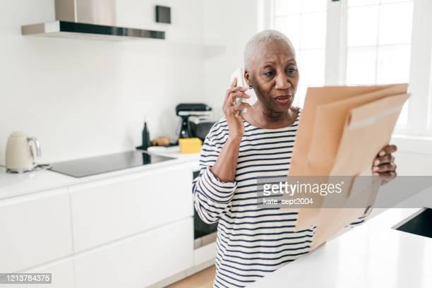 e-commerce voor senioren - e mail stockfoto's en -beelden