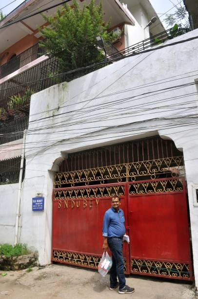 IND: EOU Team Raids At Suspended SP Rakesh Dubey's Residence In Patna