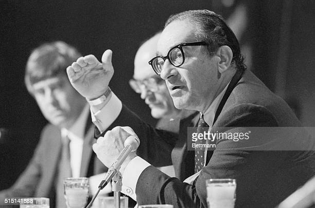 """Economist Alan Greenspan told the nation's governors 8/1 that there should be an """"economic summit meeting after the 1984 elections."""" Greenspan was a..."""