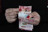 hands woman counting mexican banknotes pesos