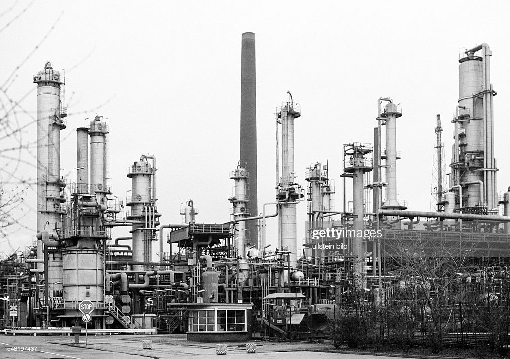 economy, petrochemistry, oil refinery of Ruhr Oel in Gelsenkirchen-Scholven, operator BP Gelsenkirchen GmbH, at the time of the picture 1979 Veba Oel AG and Chemische Werke Huels AG, D-Gelsenkirchen, D-Gelsenkirchen-Scholven, Ruhr area, North Rhine-Westphalia -