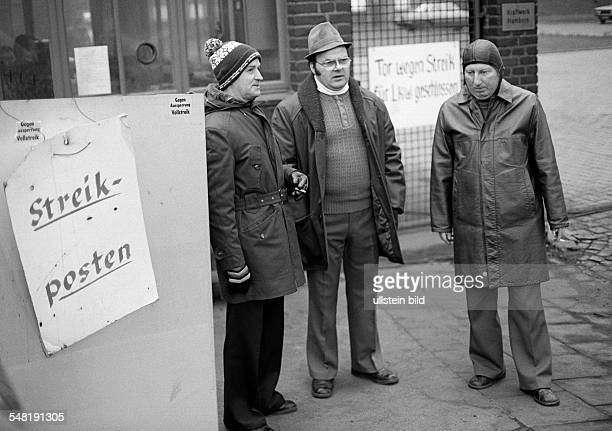 economy steel industry in the Ruhr area strike on Thyssen in 1978 strike call strike picketers three men aged 40 to 60 years DDuisburg Rhine Ruhr...