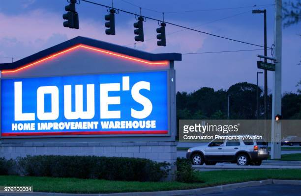 chainstore of LOWES HOME IMPROVEMENT near Orlando Florida