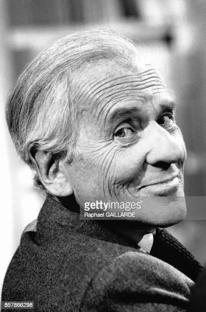 L'ecrivain et journaliste Jean d'Ormesson sur le plateau de l'emission de Bernard Pivot Bouillon de Culture consacree a Chateaubriand le 7 mai 1998 a...