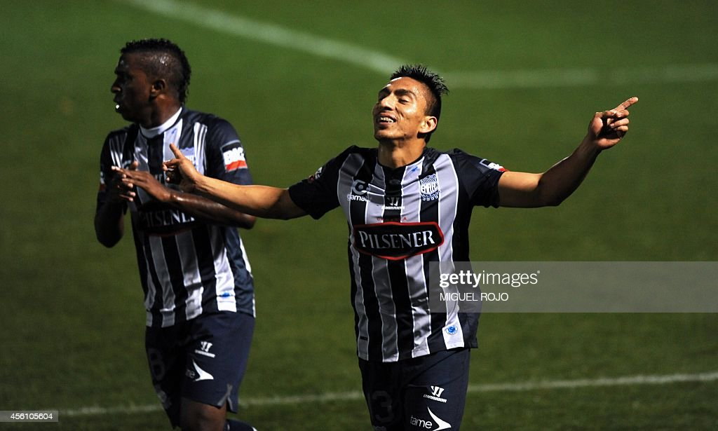 Ecuadorean Emelec's player Angel Mena (R) and teammate Miller Bolanos celebrate a goal against Uruguayan River Plate during their Libertadores Cup football match at the Franzini Stadium in Montevideo on September 25, 2014. AFP PHOTO / Miguel ROJO