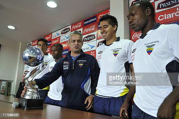 Ecuadorean football team players Norberto Araujo Cristhian Benitez coach Reinaldo Rueda and players Cristhian Noboa and Walter Ayovi at the end of a...