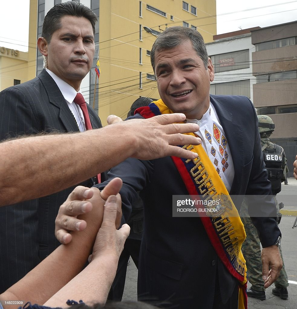 Ecuadorean President Rafael Correa (R) i : News Photo