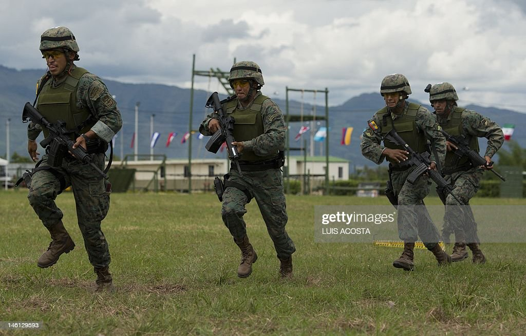 Ecuadorean special forces soldiers take  : News Photo