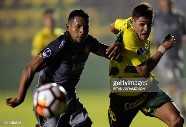 Ecuador's El Nacional defender Angel Fernando Gracia Toral vies for the ball with Argentina's Defensa y Justicia defender Nahuel Molina during their...