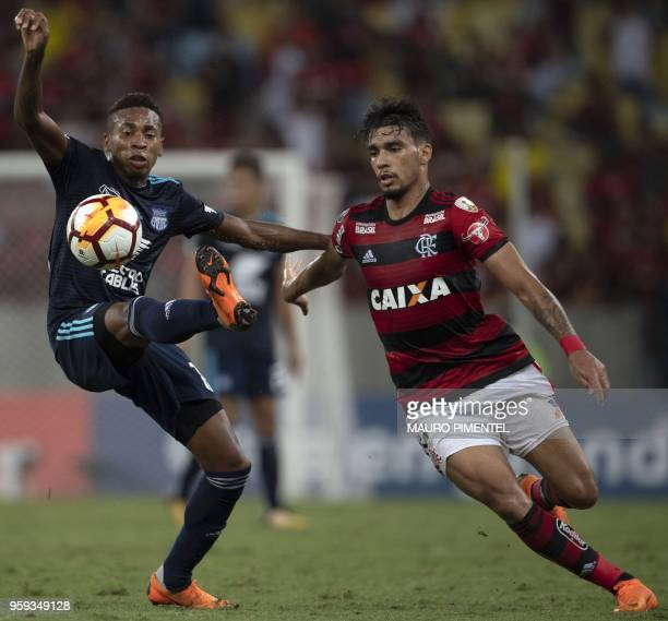 Ecuador's Emelec player Eduar Preciado vies for the ball with Brazil's Flamengo team player Lucas Paqueta during their Copa Libertadores 2018...