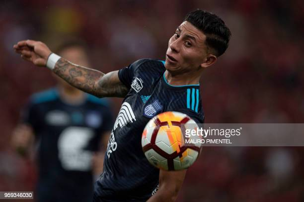 Ecuador's Emelec player Joao Rojas heads the ball during the Copa Libertadores 2018 football match between Brazil's Flamengo and Ecuador's Emelec at...
