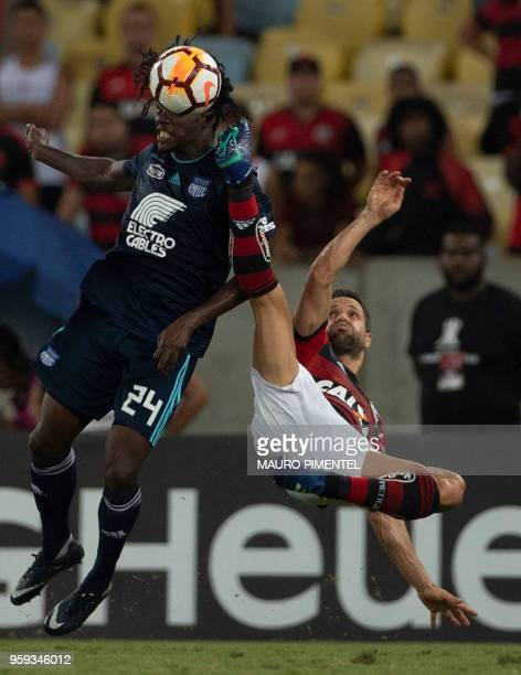 Ecuador's Emelec player Juan Carlos Paredes vies for the ball with Brazil's Flamengo team player Diego during the Copa Libertadores 2018 football...