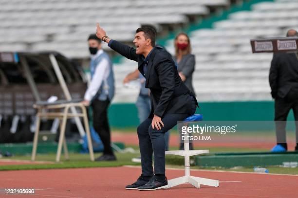 Ecuador's Emelec Spanish coach Ismael Rescalvo gestures during the Copa Sudamericana football tournament group stage match between Argentina's...
