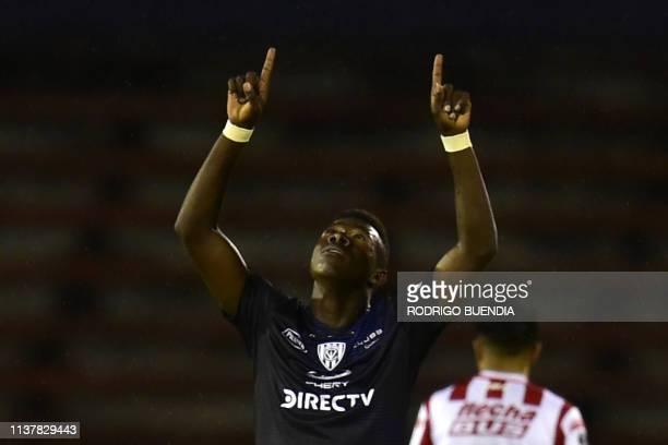 Ecuador's Independiente del Valle player Alejandro Cabeza celebrates his goal against Argentinian Union Santa Fe during a Copa Sudamericana football...