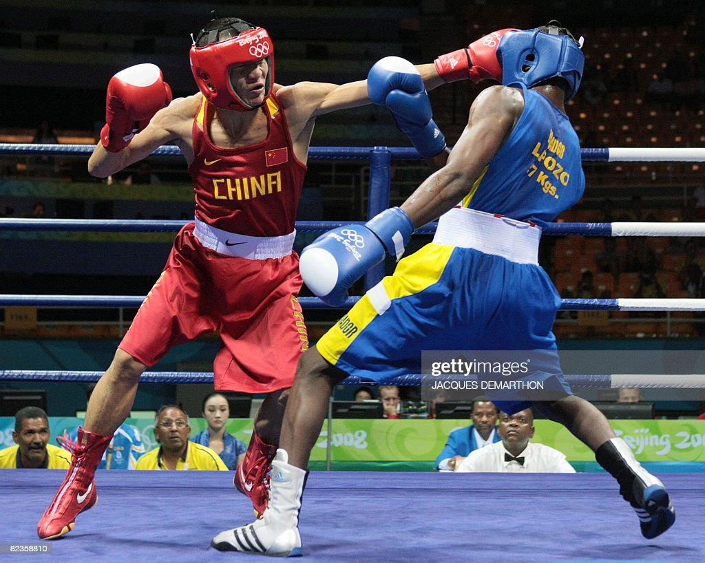 Ecuador's Luis Porozo (R) fights against China's Li Yang during their Beijing 2008 Olympic Games Featherweight (57 kg) boxing bout on August 15, 2008 in Beijing.