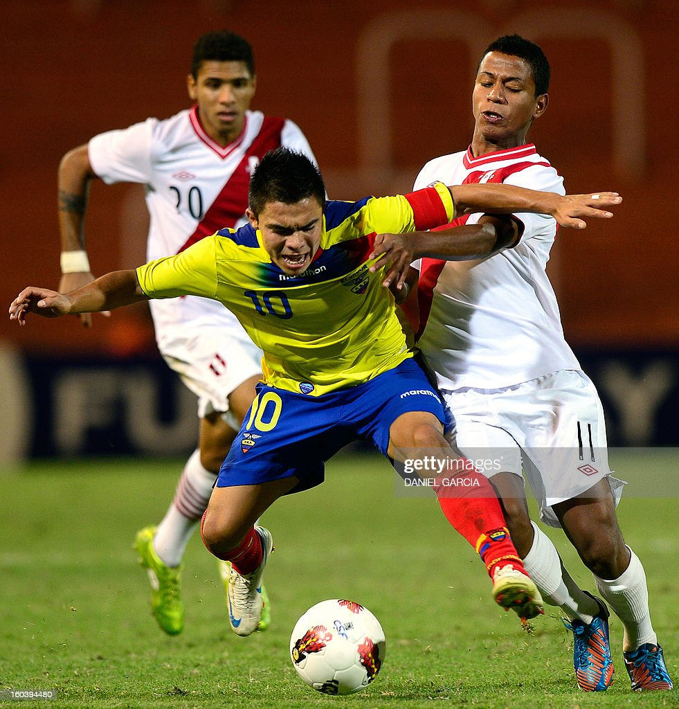 Ecuador's midfielder Jonny Uchuari (C) vies for the ball with Peru's forward Andy Polo (R) and defender Edwin Gomez during their South American U-20 final round football match at Malvinas Argentinas stadium in Mendoza, Argentina, on January 30, 2013. Four teams will qualify for the FIFA U-20 World Cup Turkey 2013.