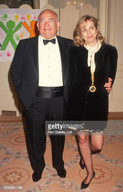 Ed Asner and Cindy Gilmore attend Para Los Ninos 10th Anniversary Party at the Beverly Wilshire Hotel in Beverly Hills, California on March 21, 1991.