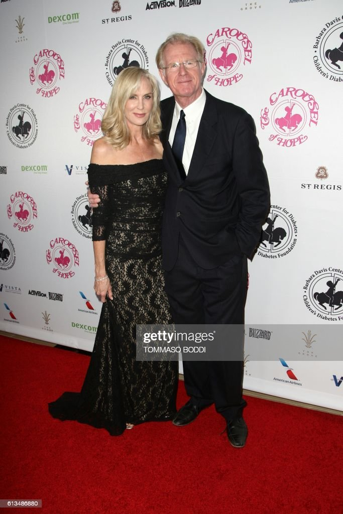 Ed Begley Jr. and Rachelle Carson attend The Carousel of Hope Ball, in Beverly Hills, California, on October 8, 2016. / AFP / TOMMASO