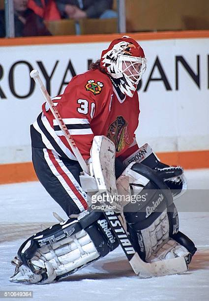 Ed Belfour of the Chicago Black Hawks prepares for a shot against the Toronto Maple Leafs during NHL game action at Maple Leaf Gardens in Toronto...