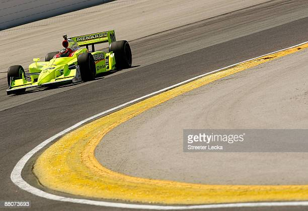 Ed Carpenter drives the Menards/Vision Racing Dallara Honda during practice for the IRL IndyCar Series ABC Supply/AJ Foyt 225 on May 30 2009 at the...