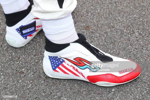 Ed Carpenter Racing driver Spencer Pigot of United States shoes during driver introductions prior to the IndyCar Series ABC Supply 500 on August 19...