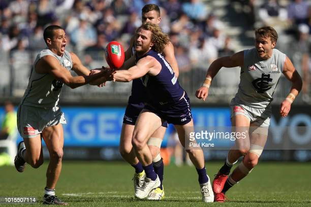 Ed Curnow of the Blues and David Mundy of the Dockers contest for the ball during the round 21 AFL match between the Fremantle Dockers and the...