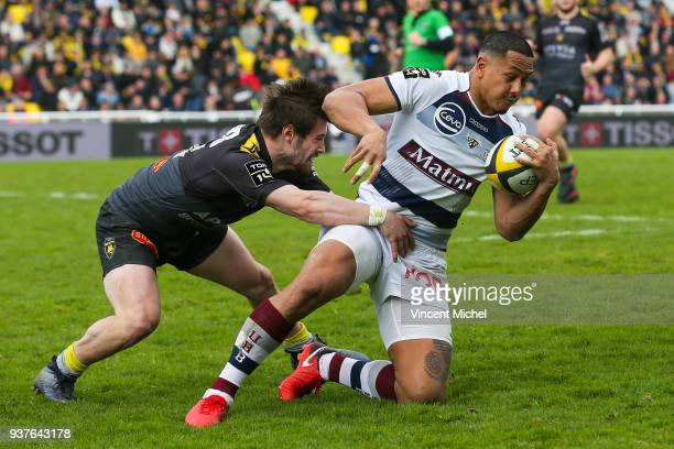 Ed Fidow of Bordeaux Begles and Geoffrey Doumeyrou of La Rochelle during the Top 14 match between La Rochelle and Bordeaux Begles at Stade Marcel...