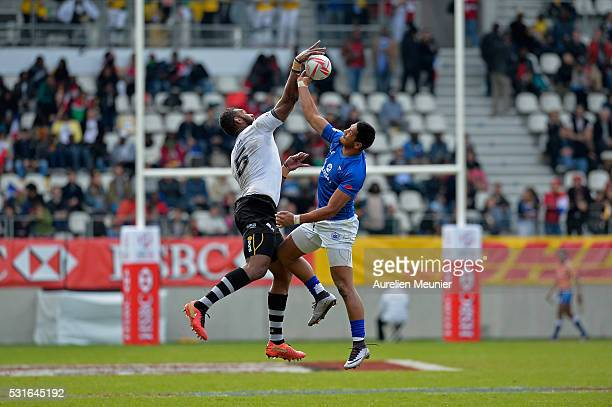 Ed Fidow of Samoa and Leone Nakawara of Fiji fight for the ball during the match between Fiji and Samoa during the HSBC Paris Sevens the ninth round...