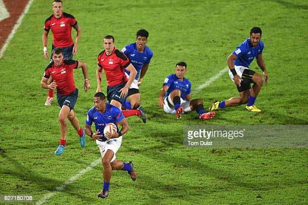 Ed Fidow of Samoa in action during day two of the Emirates Dubai Rugby Sevens HSBC Sevens World Series match between Samoa and Russia on December 2...