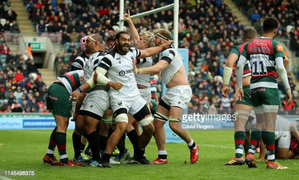 Ed Holmes and Chris Viu of Bristol Bears celebrate after team mate Harry Thacker scores a late match winning try during the Gallagher Premiership...