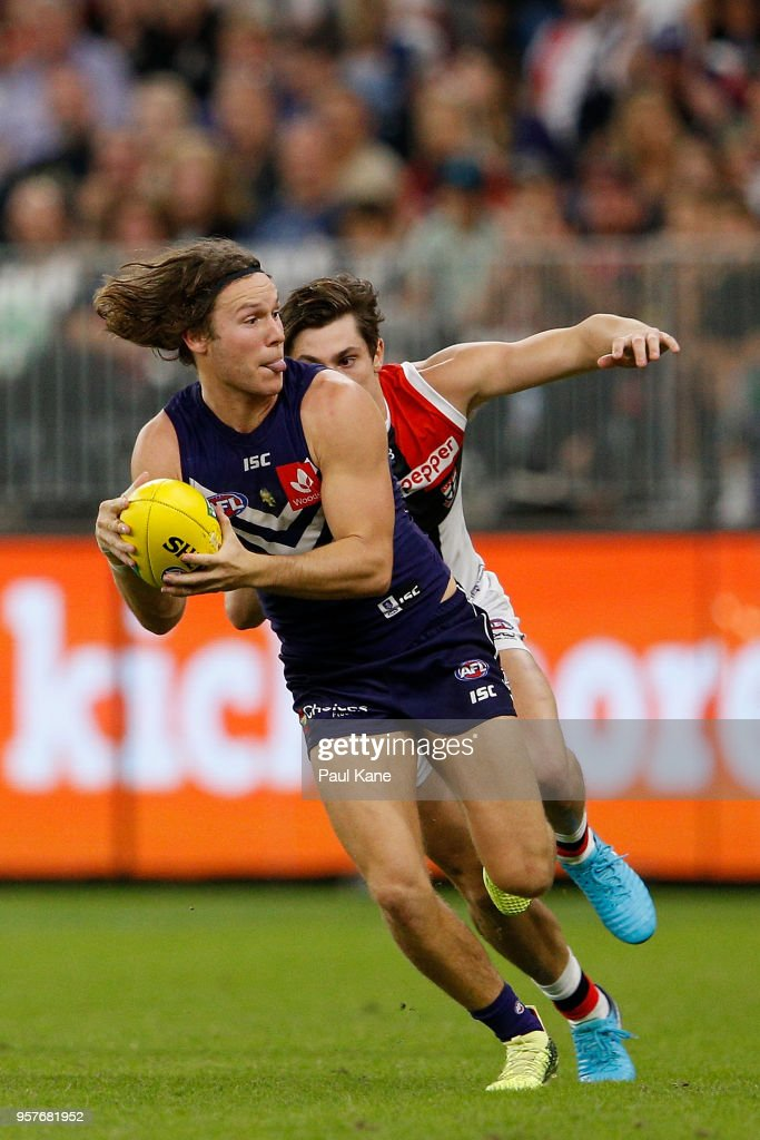 Ed Langdon of the Dockers breaks clear of Jack Steele of the Saints during the round eight AFL match between the Fremantle Dockers and the St Kilda Saints at Optus Stadium on May 12, 2018 in Perth, Australia.