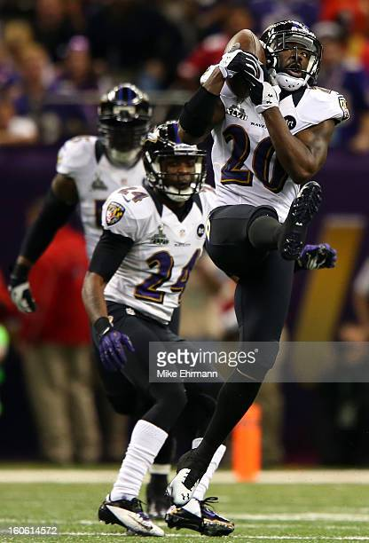 Ed Reed of the Baltimore Ravens intercepts Colin Kaepernick of the San Francisco 49ers in the second quarter during Super Bowl XLVII at the...