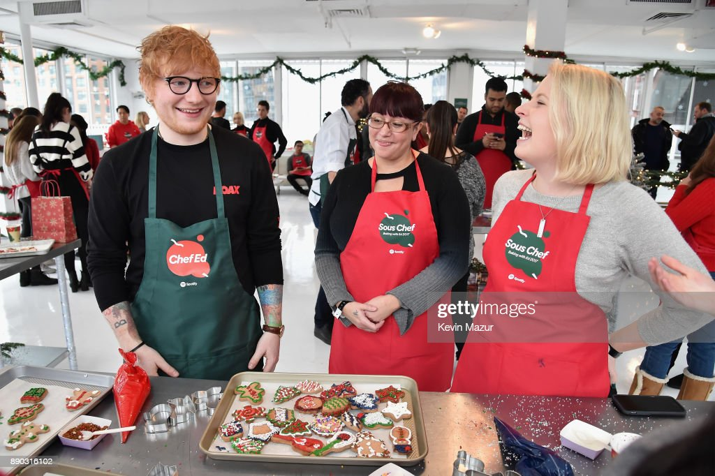 Ed Sheeran Bakes GingerED Cookies with His Biggest Spotify Fans : Nachrichtenfoto