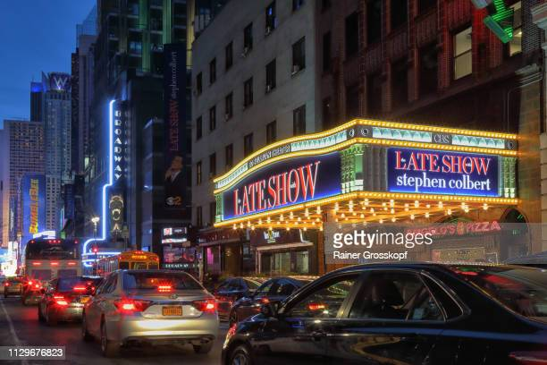 ed sullivan theater on broadway at night - rainer grosskopf stock-fotos und bilder