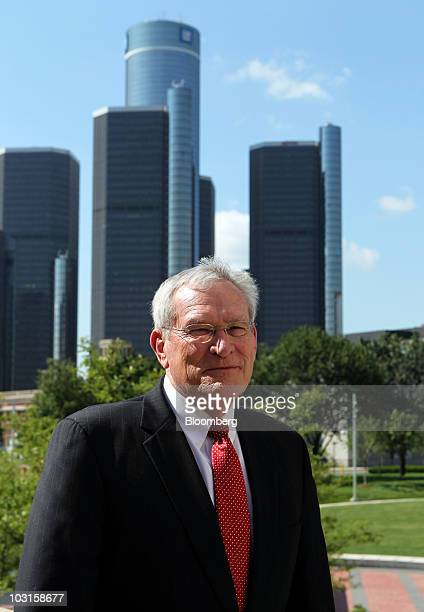 Ed Whitacre, chairman and chief executive officer of General Motors Co., departs after speaking at an event in front of the Renaissance Center, home...