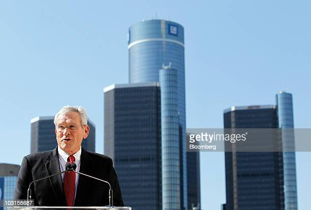 Ed Whitacre, chairman and chief executive officer of General Motors Co., speaks in front of the Renaissance Center, home of General Motors Co.'s...