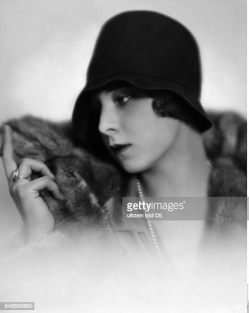 Edda Croy Actress Portrait with a fedora model Gerstel about 1928 Photographer Atelier Balasz Published by 'Die Dame' 10/1928 Vintage property of...