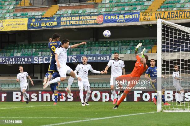 Eddie Anthony Salcedo of Hellas Verona scores their side's first goal past Ivan Provedel of Spezia Calcio during the Serie A match between Hellas...